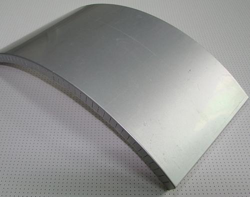 铝蜂窝板结构细致构思奇妙,简单以薄轻来著称